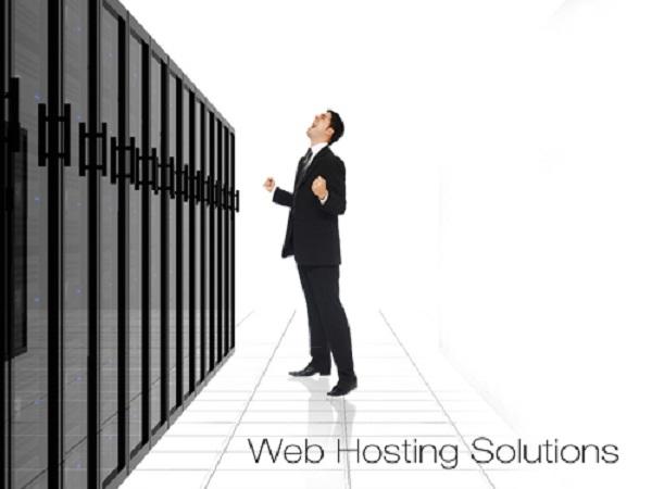 nen-mua-hosting-nuoc-ngoai-hay-viet-nam-02